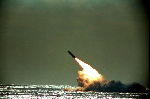 Придется отказываться от принятой на вооружение в минувшем году твердотопливной межконтинентальной баллистической ракеты морского базирования «Булава»