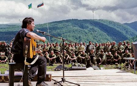 Шевчук в Чечне: полевой концерт