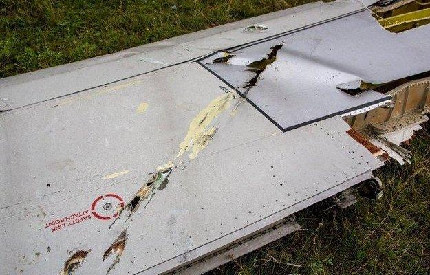 Характерные повреждения корпуса самолёта