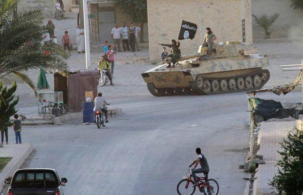 Военный парад исламистов в Ракке, посвящённый образованию халифата
