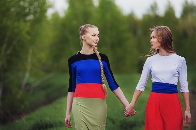 Две русские девушки — Настя и Женя