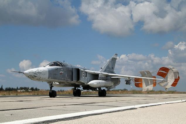 Российский Су-24, посадка в Латакии