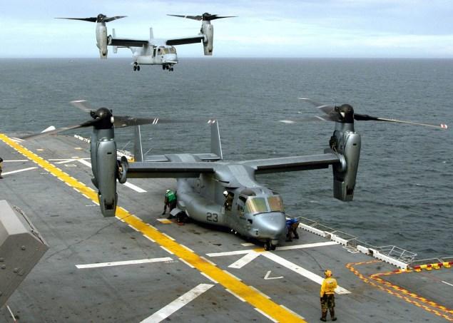 Посадка вертолетов на суперкорабль